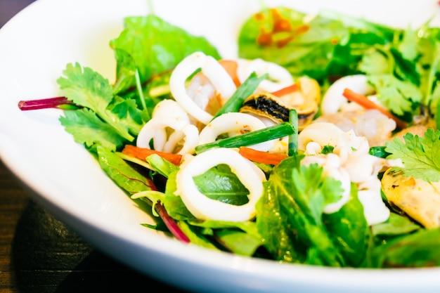 Salada de marisco condimentada