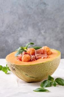 Salada de melão e presunto