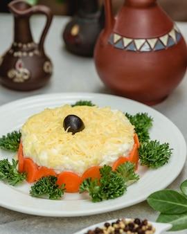 Salada de mimosa com azeitonas
