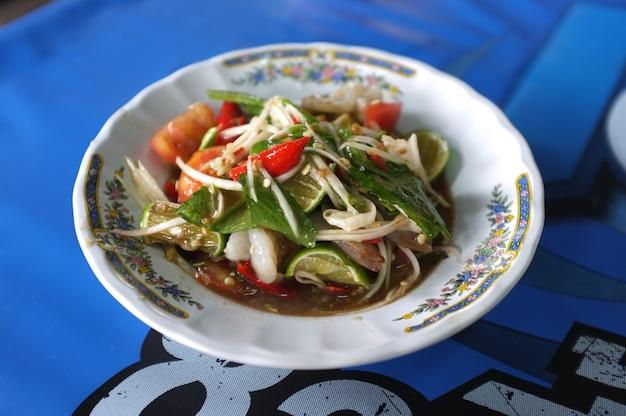 Salada de papaia com camarão fresco