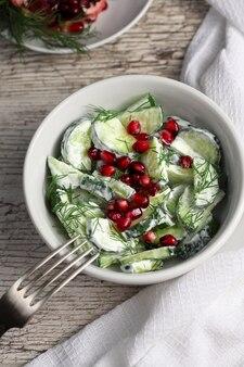Salada de pepino e romã