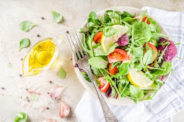 Salada de primavera com legumes