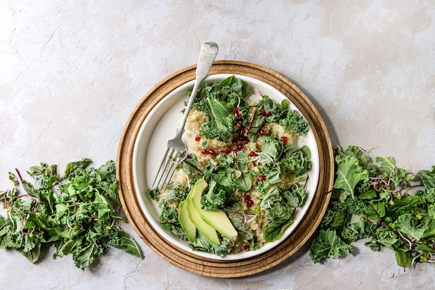 Salada de quinoa com couve