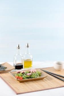 Salada de repolho do mar chuka, polvo