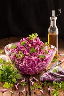 Salada de repolho roxo comidas saudáveis
