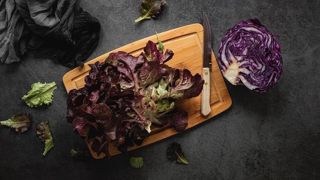 Salada de repolho roxo vista de cima