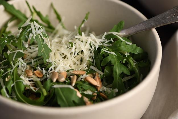 Salada de rúcula e parmesão