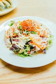 Salada de sashimi de frutos do mar