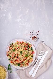 Salada de tabule com cuscuz .snack no verão