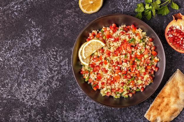 Salada de tabule, prato árabe tradicional.