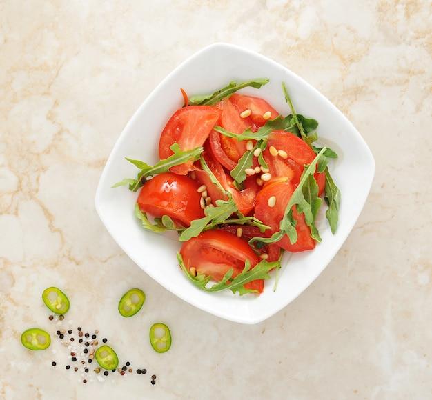 Salada de tomate com rúcula