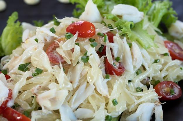 Salada de toranja com carne de caranguejo