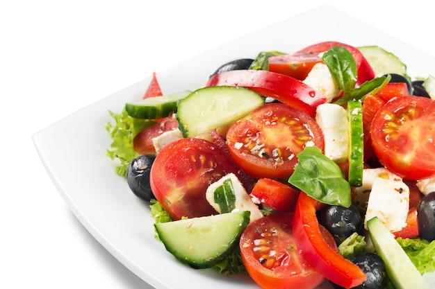 Salada de vegetais fresca e saborosa em uma tigela