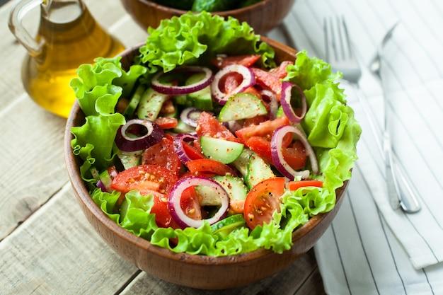 Salada de vegetais frescos.