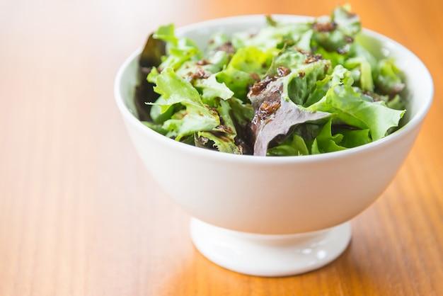 Salada de vegetais verdes