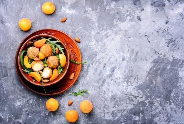 Salada de verão com damasco