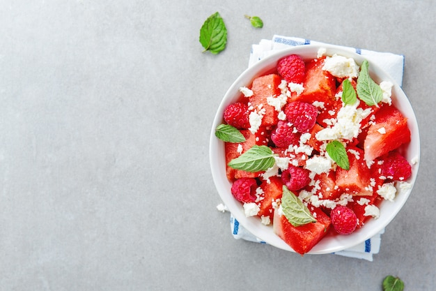 Salada de verão com melancia e queijo feta