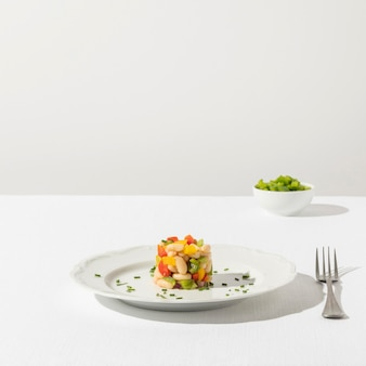 Salada deliciosa de feijão no prato