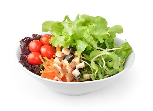 Salada em prato isolado