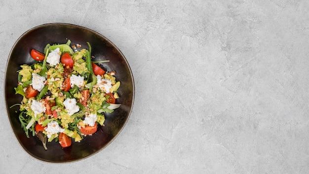 Salada fresca com espaço de cópia