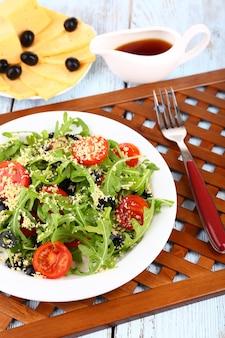 Salada fresca com rúcula, close-up
