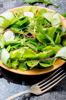 Salada fresca de primavera