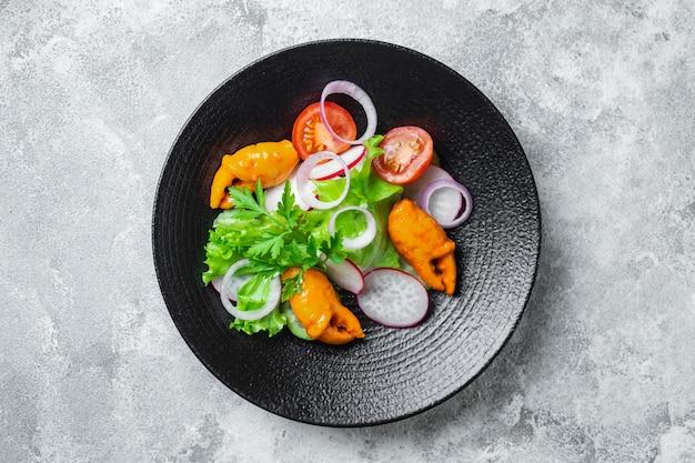 Salada garras de caranguejo palito de frutos do mar surimi tomate pepino alface vegetais