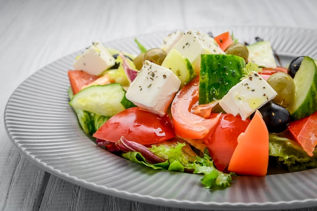 Salada grega com legumes e especiarias