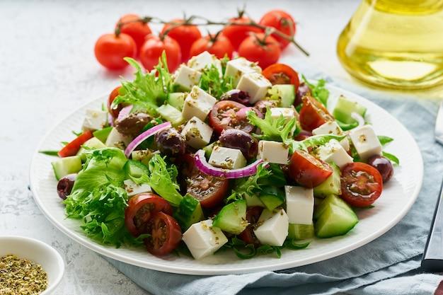 Salada grega com queijo feta e tomate