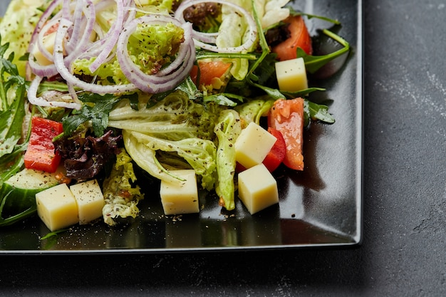 Salada grega de vegetais frescos com queijo
