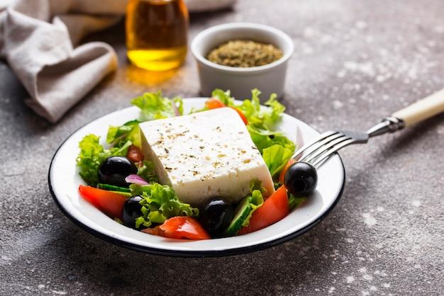 Salada grega tradicional com queijo feta