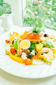 Salada mista de frutos do mar