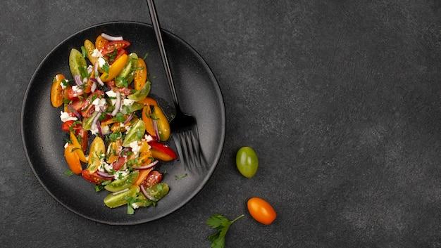 Salada mista de tomate com queijo feta, rúcula e copiagem