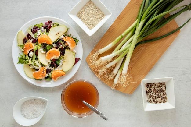 Salada orgânica na mesa