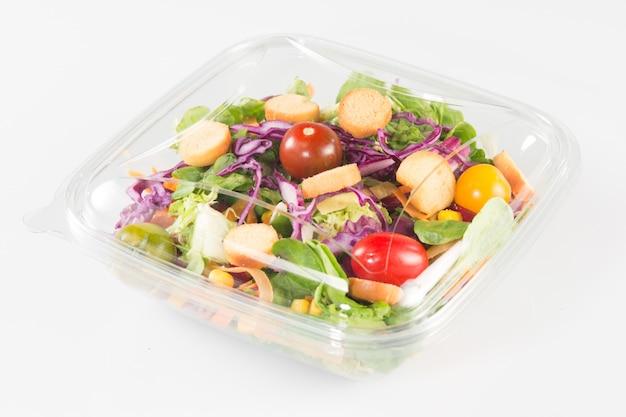 Salada para viagem de legumes frescos