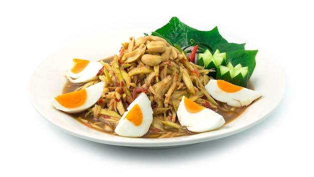 Salada picante de manga servida sal ovo comida tailandesa quente picante aperitivo saboroso