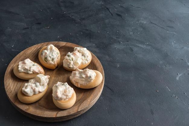 Salada russa com pão. marinera, típico em murcia, espanha