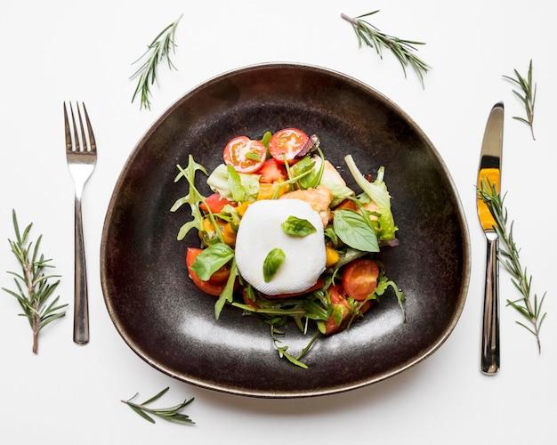 Salada saudável com tomate