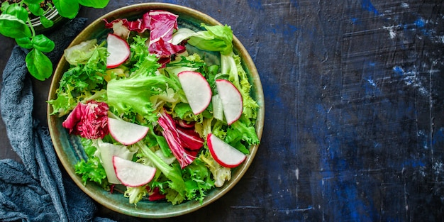 Salada saudável deixa misturar vegetais