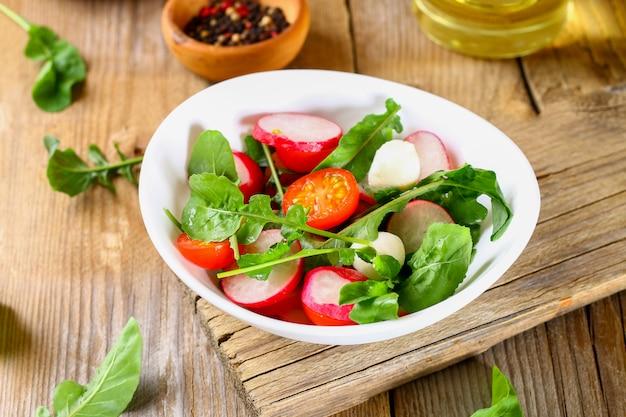 Salada vegetariana de rúcula