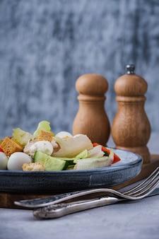 Salada vegetariana saudável de close-up