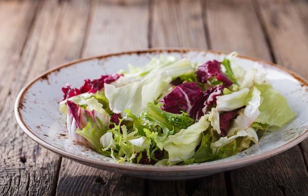 Salada verde de verão