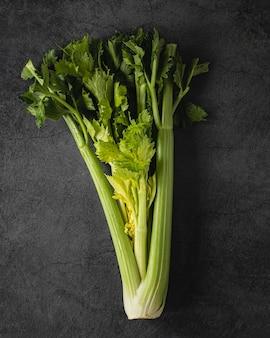 Salada verde nutritiva e fresca com vista superior