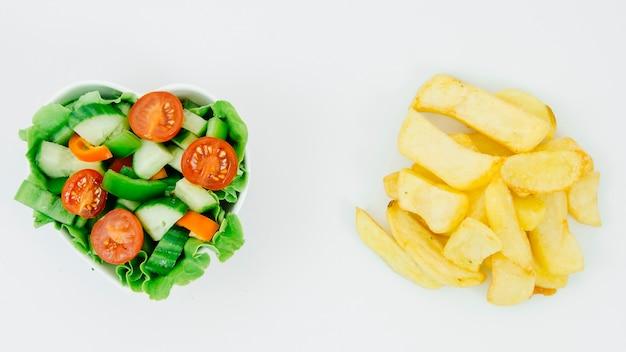 Salada vista superior vs batatas fritas