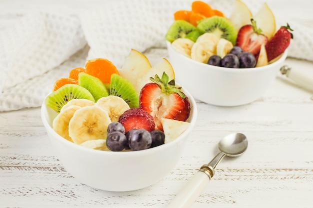 Saladas de frutas saborosas
