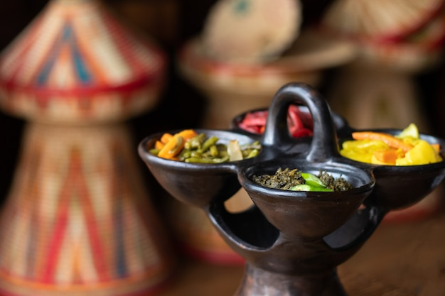 Saladas etíopes de carne e vegetais