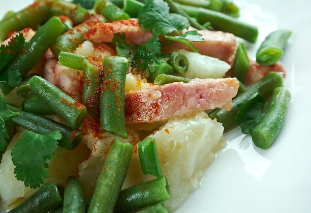Salade liegeoise - salada belga com batata, bacon e feijão verde