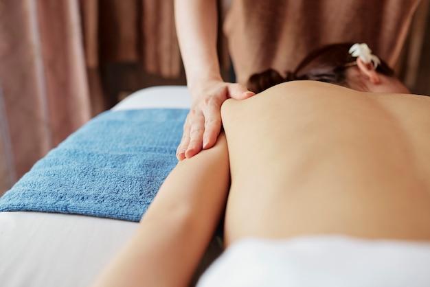 Salão de massagem terapêutica