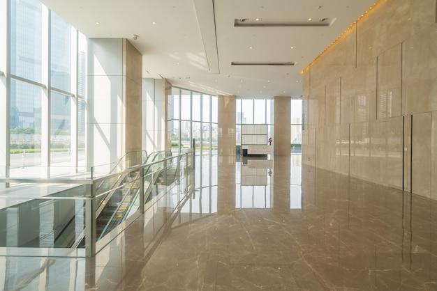 Salão interno do prédio de escritórios do centro financeiro
