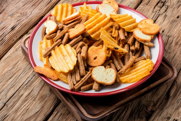 Salgadinhos, batatas fritas